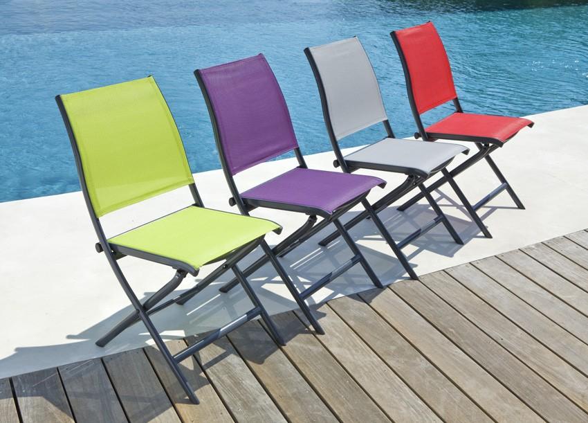 Chaise de jardin pliante de couleur - veranda-styledevie.fr