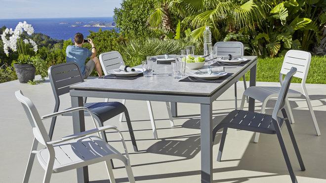 Chaise de jardin en plastique chez carrefour - veranda-styledevie.fr