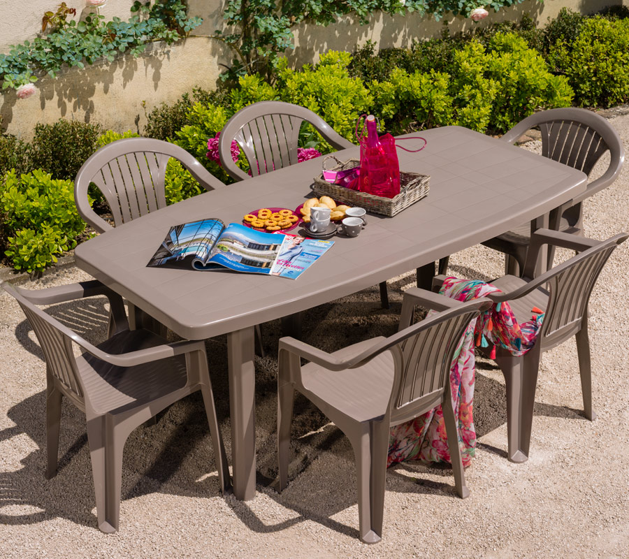 Table de jardin plastique - veranda-styledevie.fr
