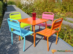 Table et chaise de jardin de couleur - veranda-styledevie.fr