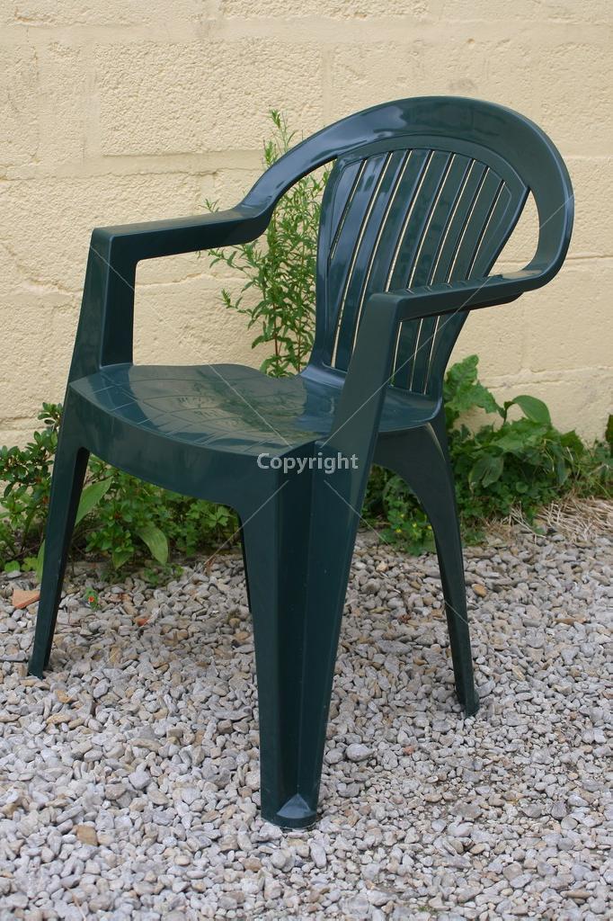 Fauteuil de jardin plastique vert - veranda-styledevie.fr