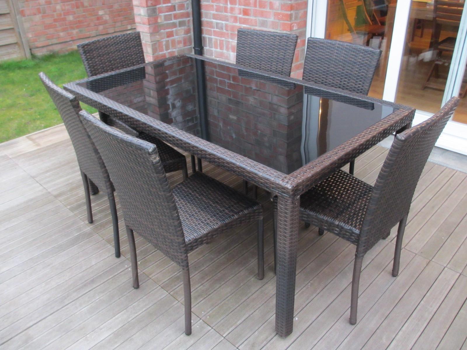 Table et chaise tressée jardin