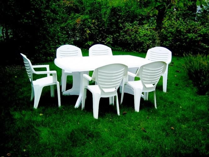 Ensemble table chaise jardin plastique - veranda-styledevie.fr