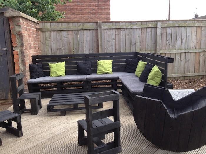 Table et chaise de jardin en palette - veranda-styledevie.fr