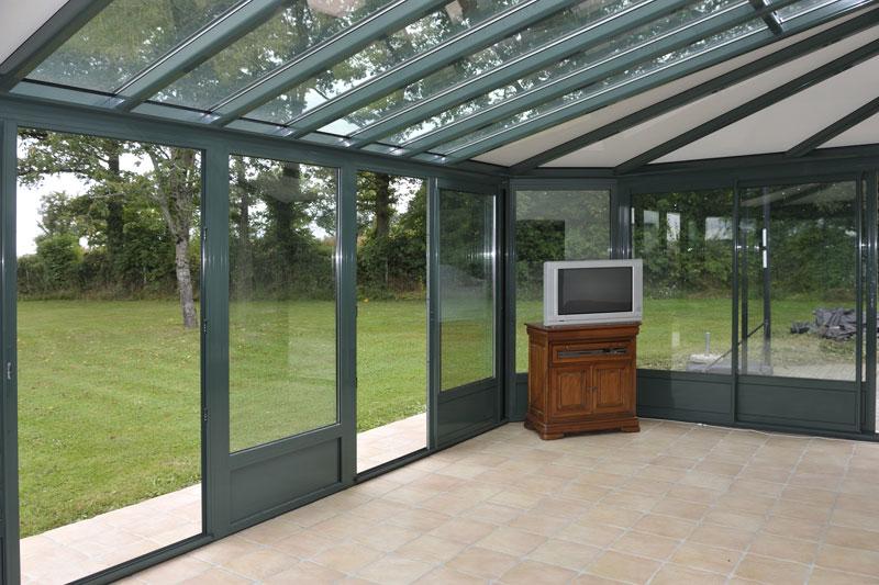 Veranda avec toiture en verre - veranda-styledevie.fr