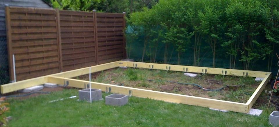 Terrasse bois dans le jardin - veranda-styledevie.fr
