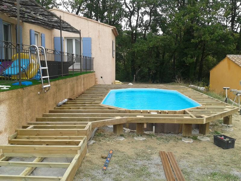 Terrasse bois autour d 39 une piscine veranda - Terrasse autour piscine ...