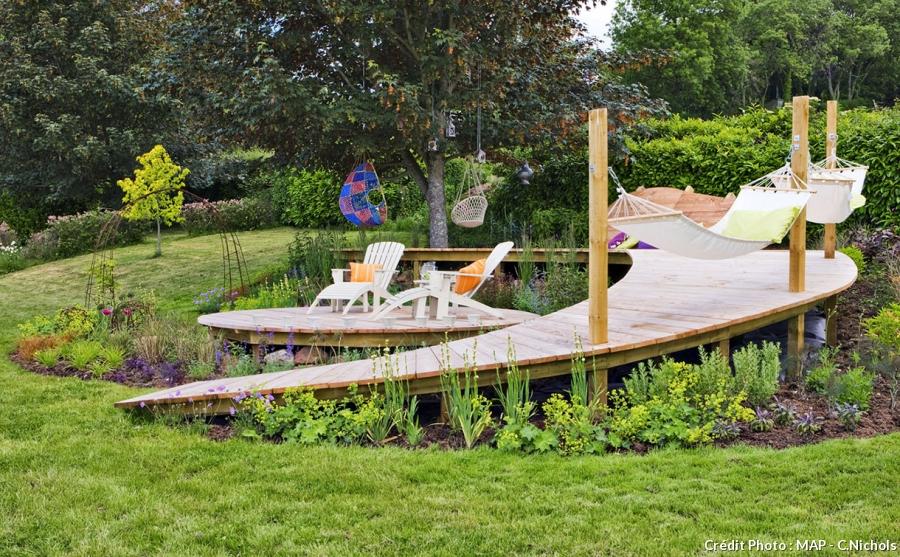 terrasse de jardin en pente veranda. Black Bedroom Furniture Sets. Home Design Ideas
