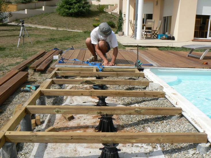 construire une terrasse en teck veranda. Black Bedroom Furniture Sets. Home Design Ideas