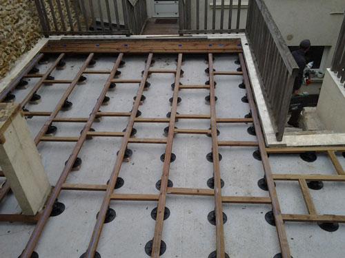pose terrasse dalle beton sur plot veranda. Black Bedroom Furniture Sets. Home Design Ideas