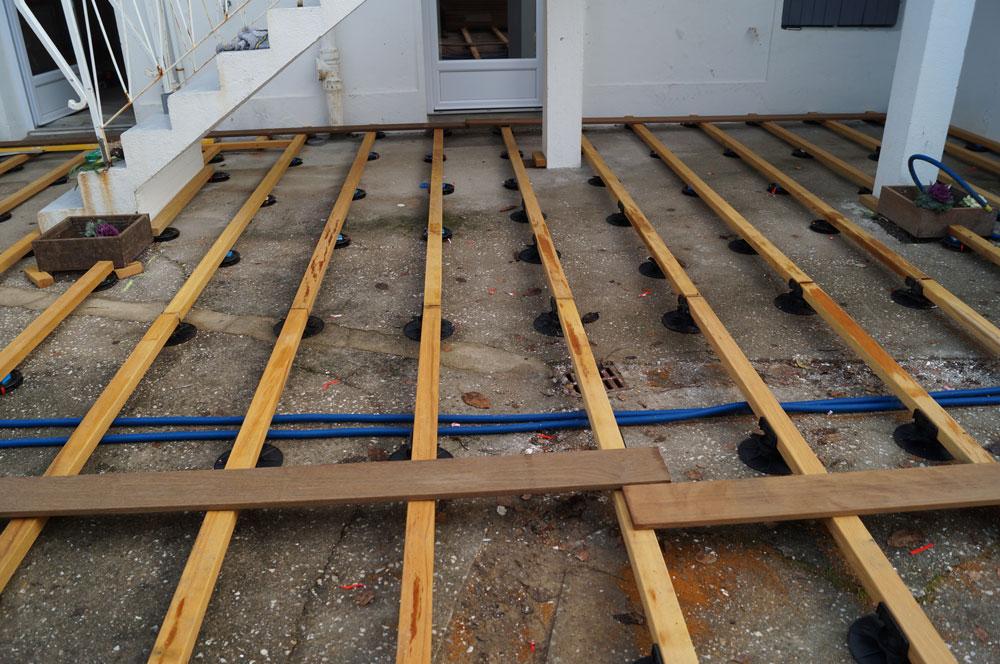 comment monter une terrasse en bois sur plot veranda. Black Bedroom Furniture Sets. Home Design Ideas