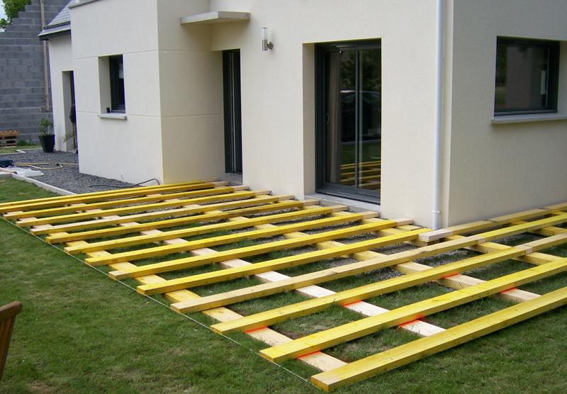 faire une terrasse en composite sur dalle beton veranda. Black Bedroom Furniture Sets. Home Design Ideas