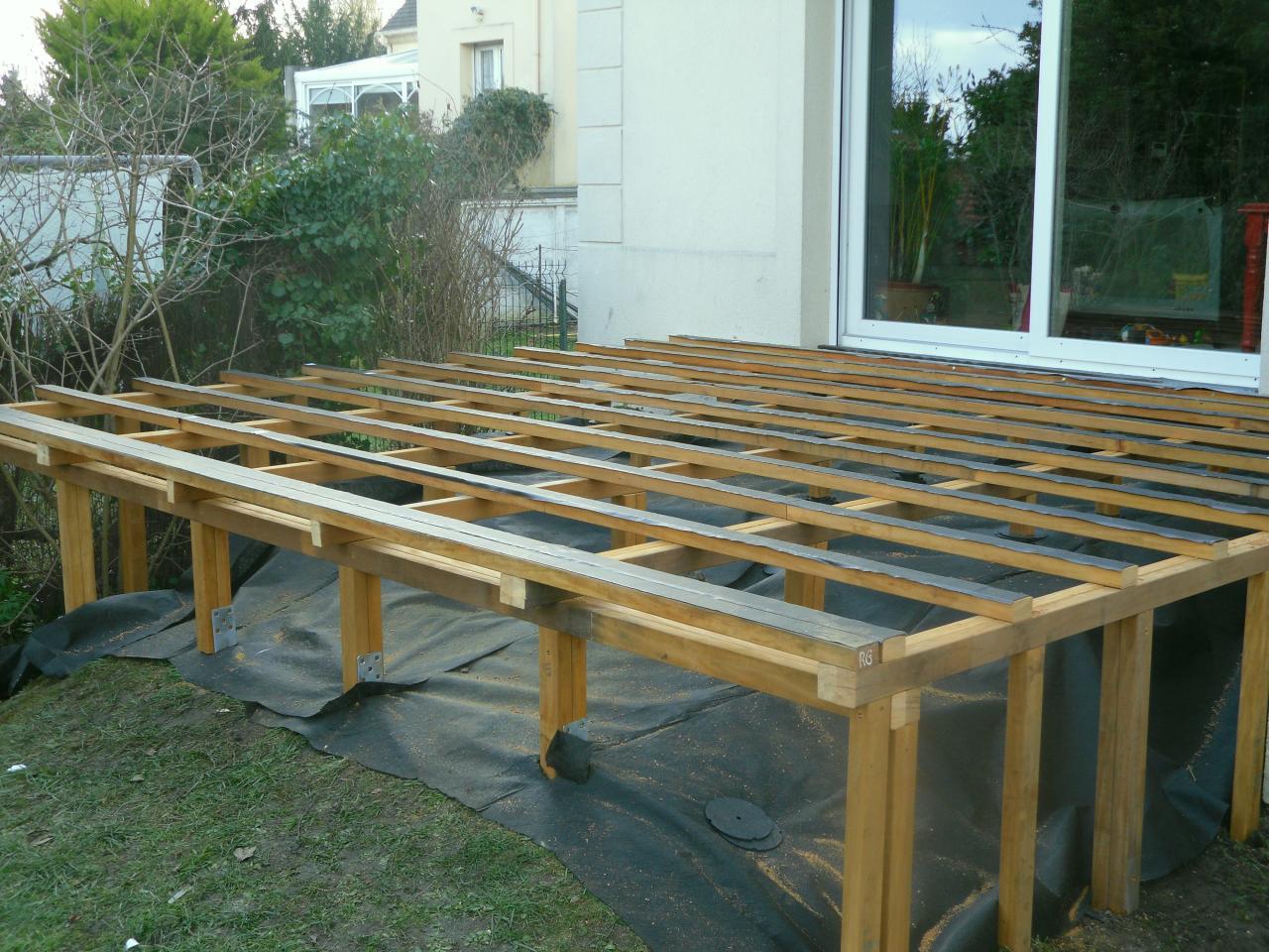 plan construction de terrasse en bois sur pilotis veranda. Black Bedroom Furniture Sets. Home Design Ideas