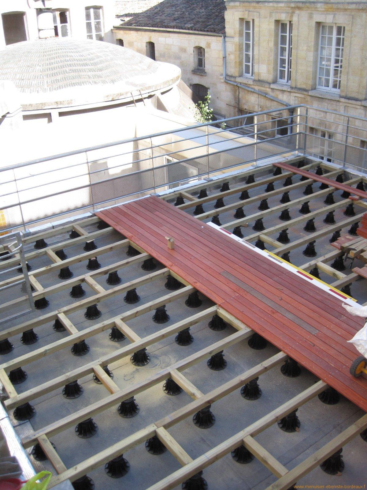poser une terrasse en bois composite sur terre veranda. Black Bedroom Furniture Sets. Home Design Ideas
