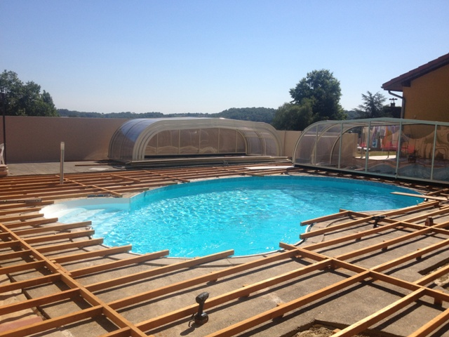 Terrasse bois autour piscine bois veranda - Tour de piscine en bois ...