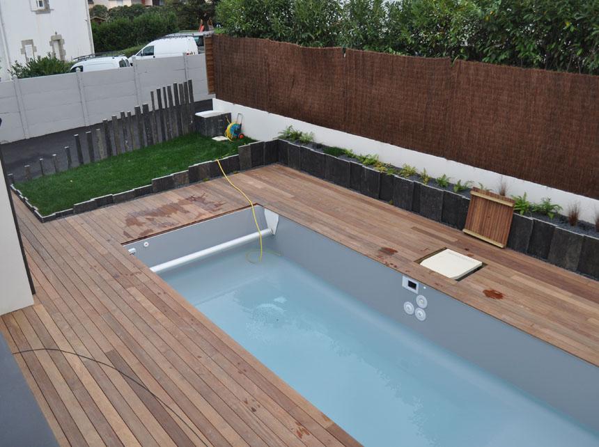 Terrasse bois autour de la piscine veranda - Terrasse autour piscine ...