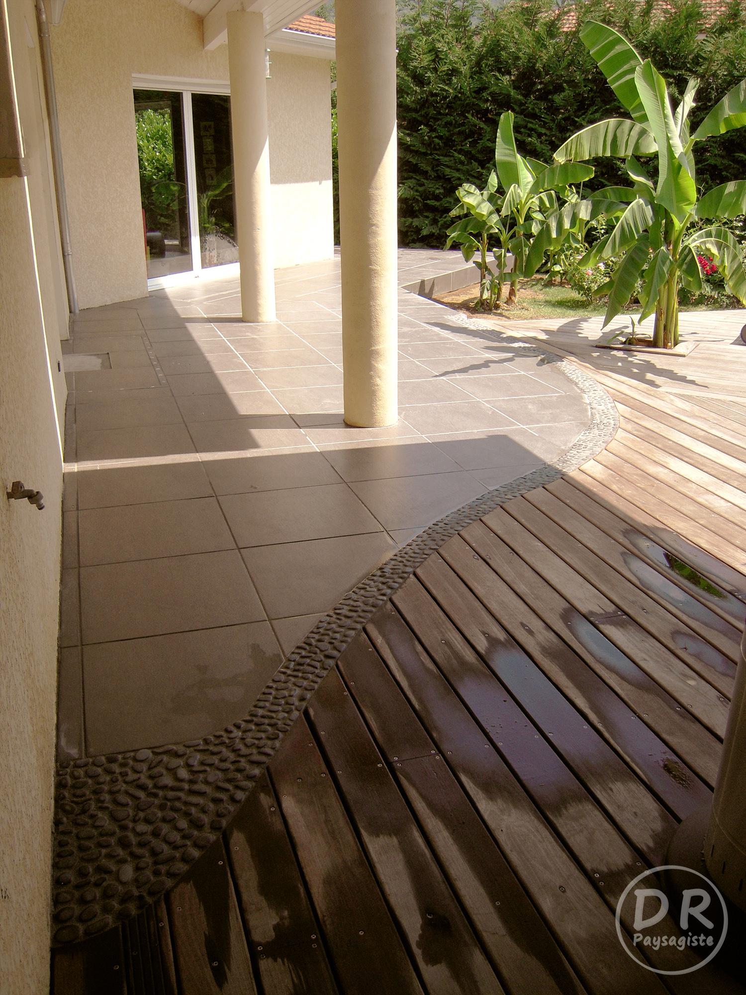 Terrasse carrelage et galet - veranda-styledevie.fr