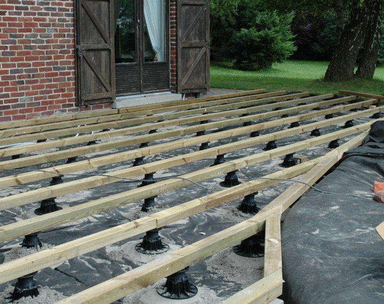comment faire une terrasse en bois sur plot veranda. Black Bedroom Furniture Sets. Home Design Ideas