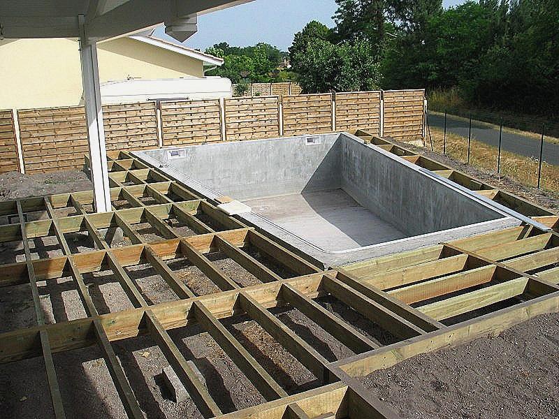 terrasse bois sous piscine hors sol veranda. Black Bedroom Furniture Sets. Home Design Ideas