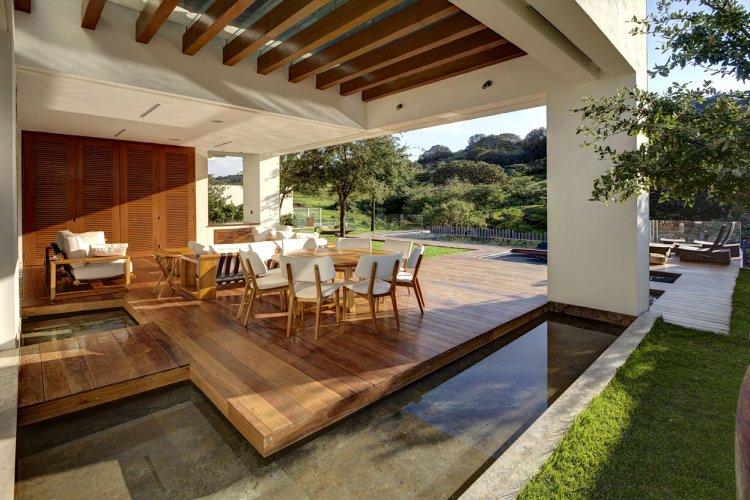 Terrasse en bois couverte - veranda-styledevie.fr