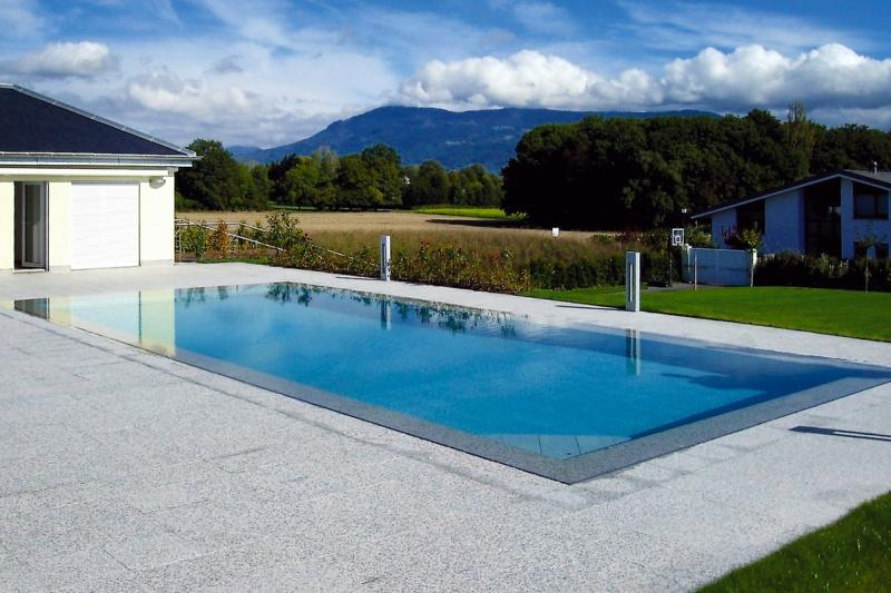 terrasse grise avec piscine veranda. Black Bedroom Furniture Sets. Home Design Ideas